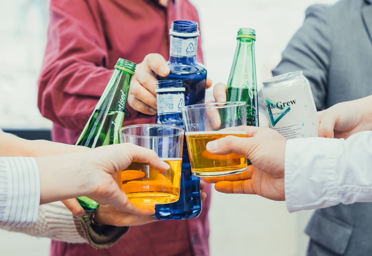 午後は自宅バルコニーで 友人とホームパーティ。 気の合う仲間たちと お昼から飲めるのは 最高に贅沢な時間。